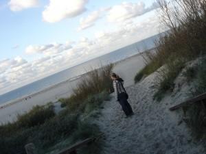 Durch die Dünen gehts zum breiten sauberen Strand